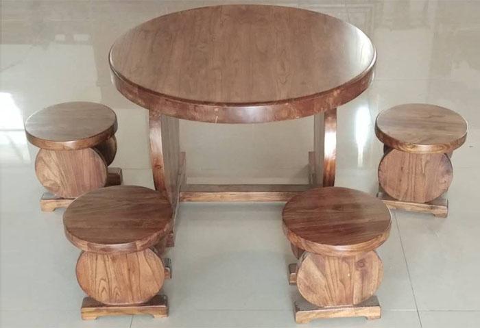 小圆桌    小圆凳