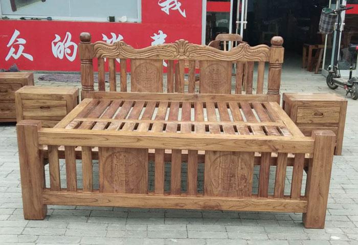 欧式雕花床+床头柜