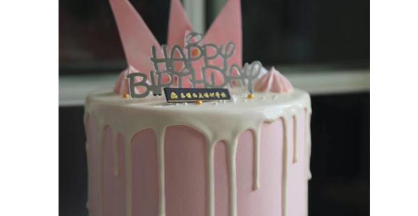 裱花蛋糕在西点烘焙中也是很受欢迎的。