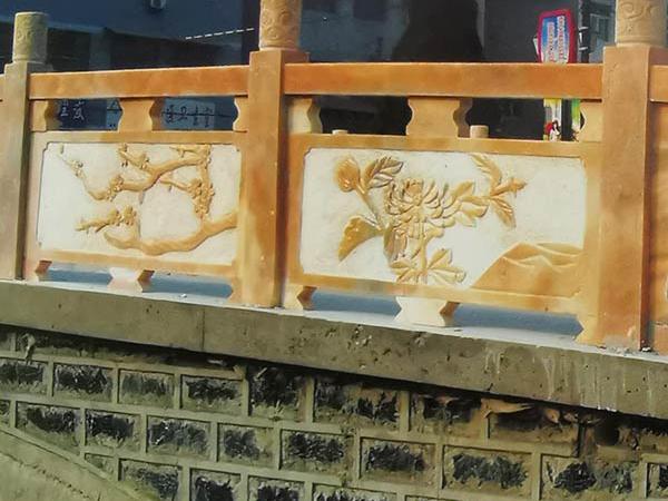 雕花石栏杆