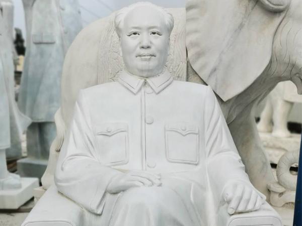 坐着的毛主席像