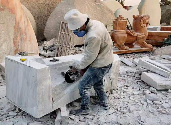 石雕人物走进我们生活,并具有艺术性和审美