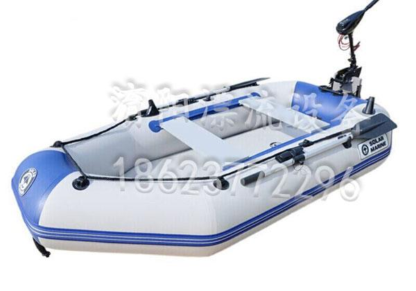 水上充气船