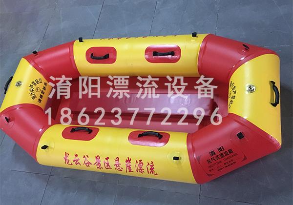 龙云谷景区悬崖漂流船