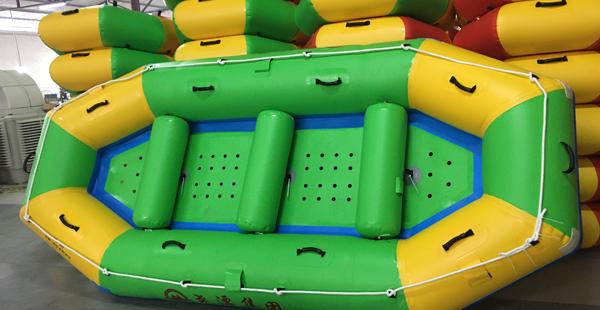 去河道漂流船玩时,这几样东西尽量带上哦
