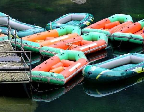 4人漂流船