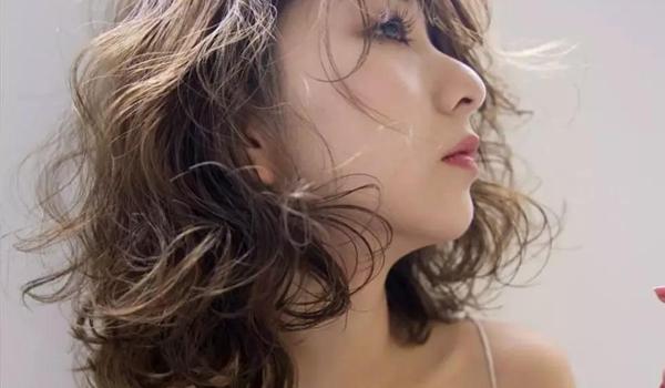 怎样运用沙宣美发技术修剪出凌乱的唯美发型