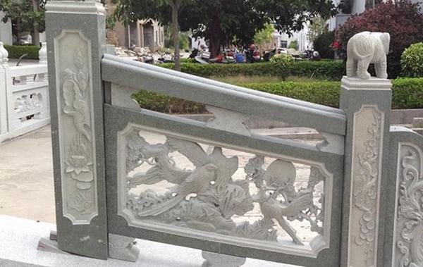 石雕栏杆怎样安装护栏网呢?一起来看看吧