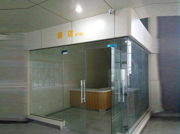 商店玻璃隔断