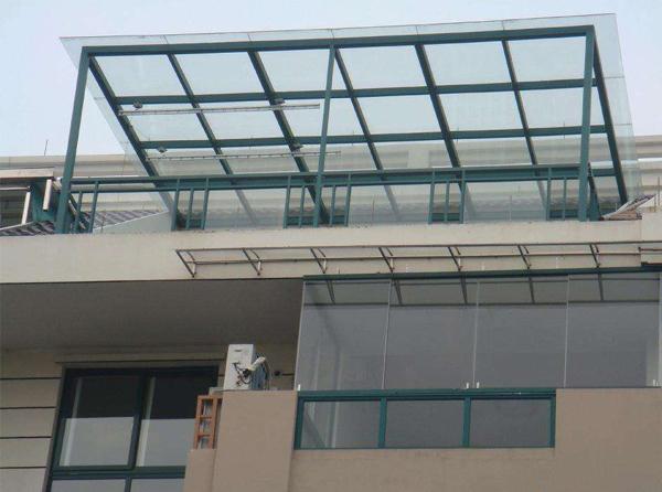 公司伸缩玻璃雨棚