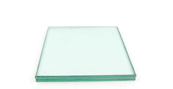 淋浴房的钢化玻璃是一种承重力高又安全的材质
