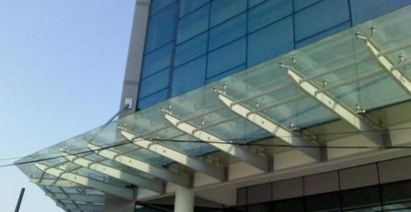影响玻璃雨棚的价格因素有哪些?厂家来分享