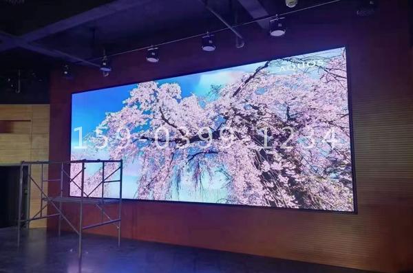 南阳市唐河县某学校多功能厅室内1.8LED高刷彩屏安装!