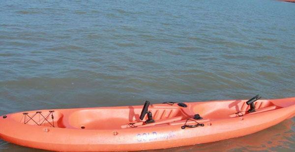 水上钓鱼船