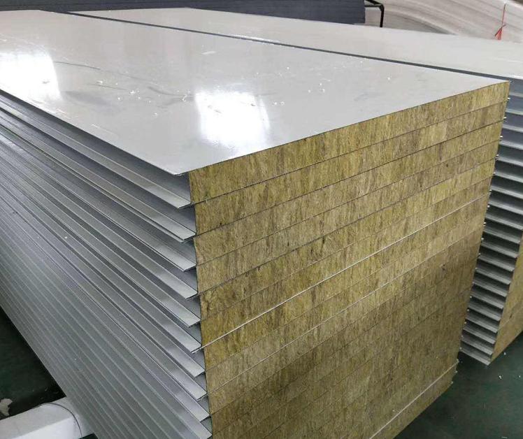 山东采光岩棉泡沫净化板的寄存要确保底部平坦。