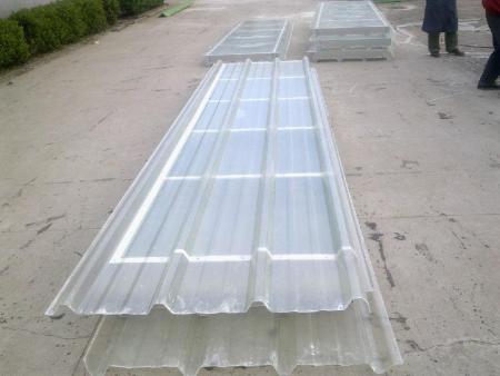 安装采光板时,应考虑采光板的柔性。