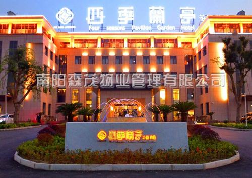 襄樊市四季兰亭花园酒店外墙清洗