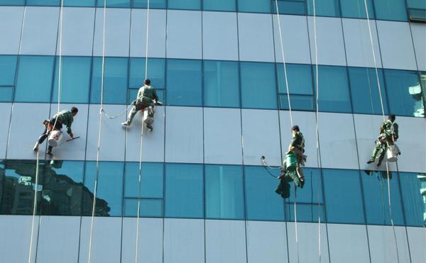 高空玻璃的两种擦拭清理办法?来看看吧