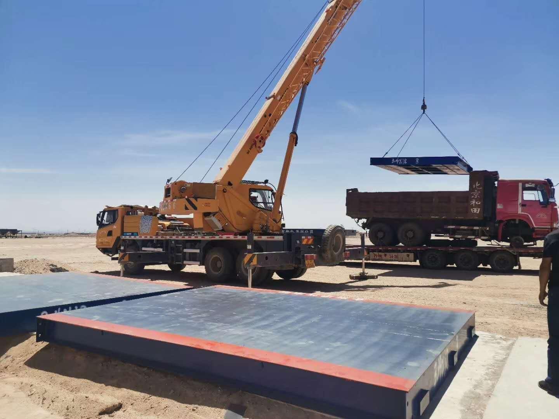 喀什莎车150吨智能全数字电子汽车衡正在安装中