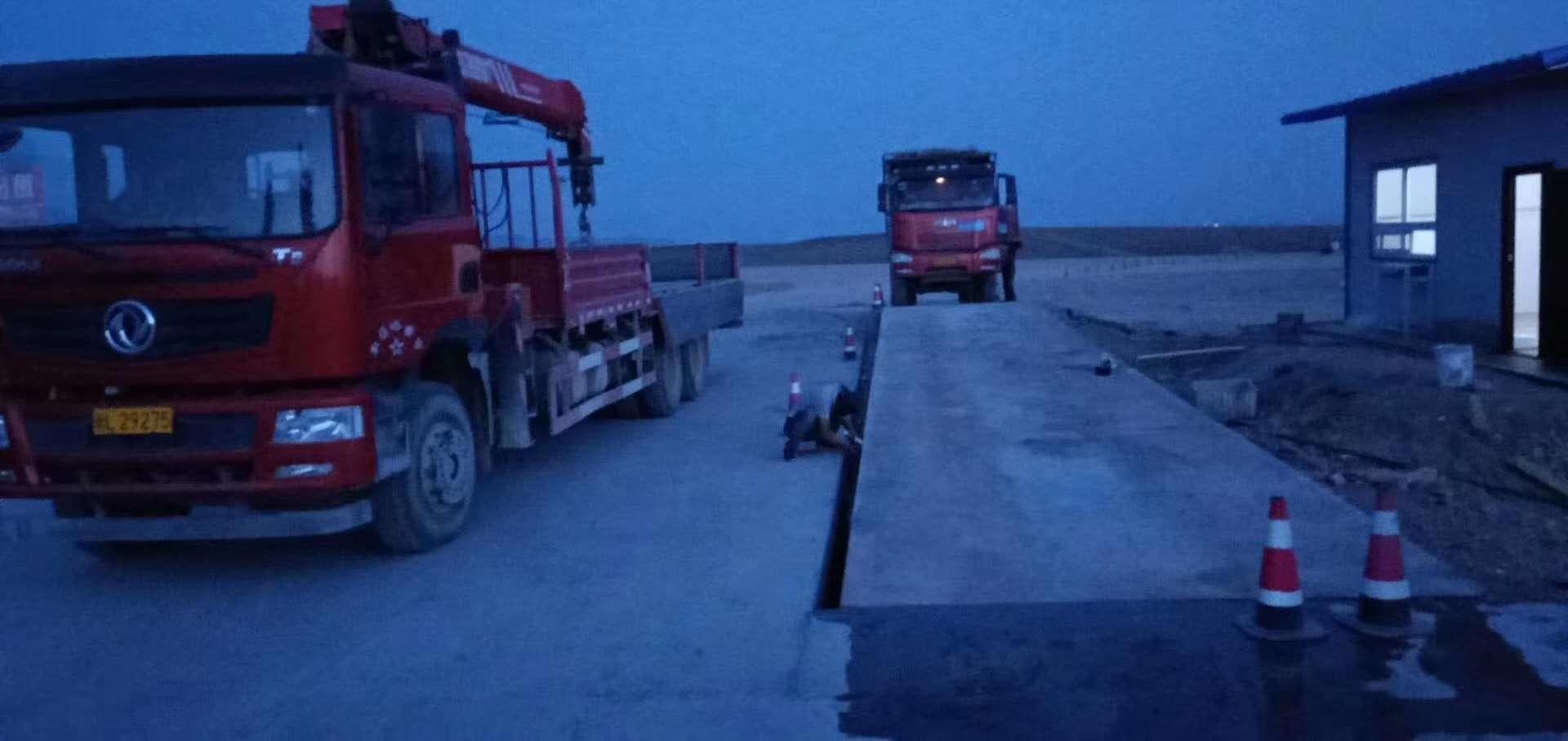 喀什莎车县客户订购了150吨地磅,现已安装完毕