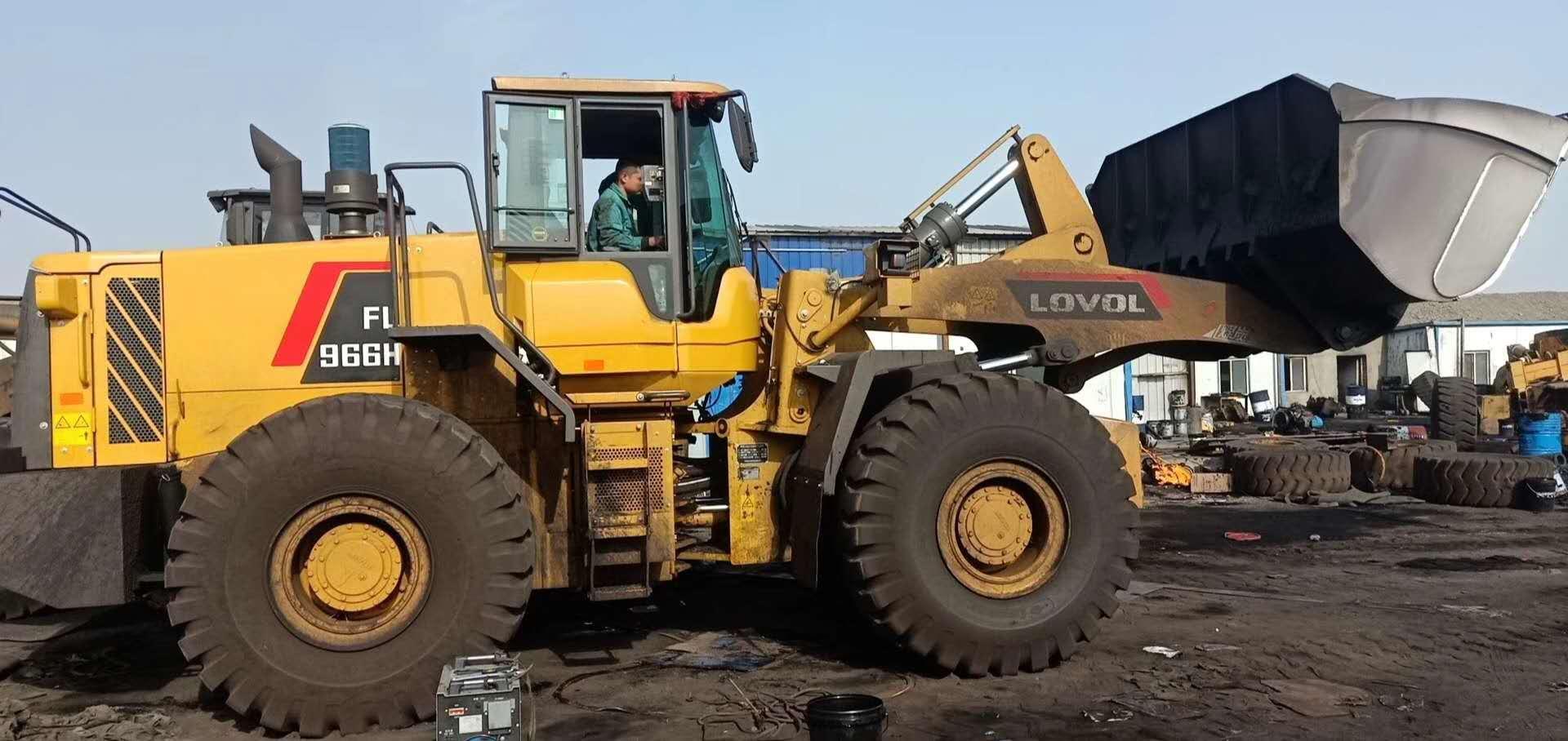 哈密|巴里坤某矿业公司的4台装载机称安装调试完毕