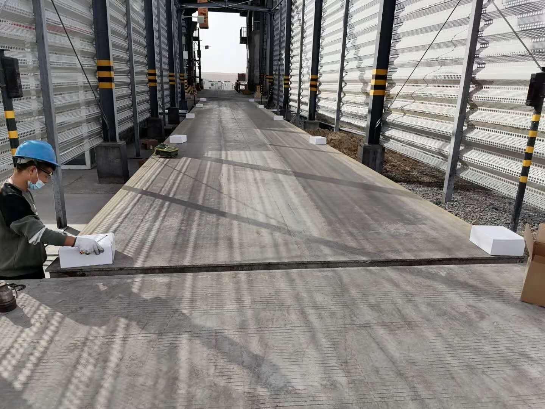 新疆|克州200吨全智能物联网地磅、数字传感器更换调试中