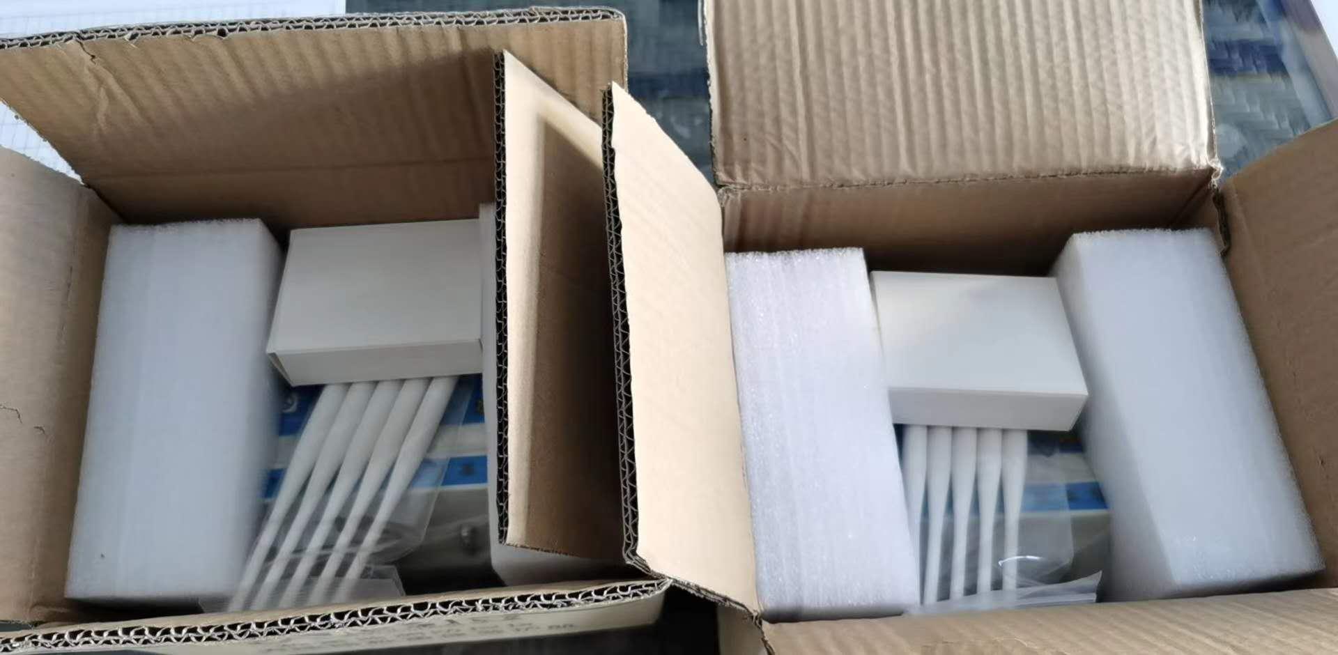 新疆坤宁衡器设备有限公司于10月5号在甘肃的瓜州|柳园两台地磅称重防遥控屏蔽仪,安装调试中