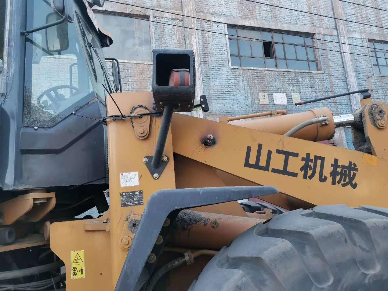 坤宁衡器国庆节在新疆|阿图什山工660铲车称安装调试完毕