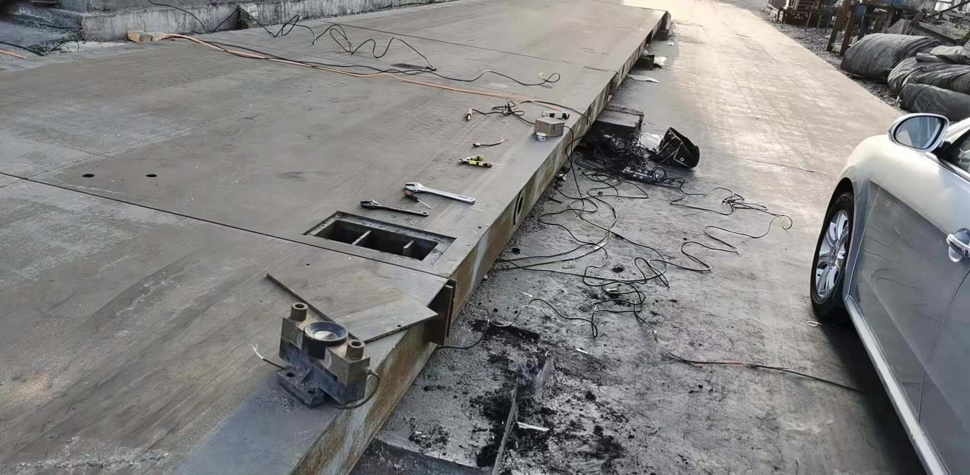 哈密 巴里坤150吨电子汽车衡维修调试完毕 客户很满意