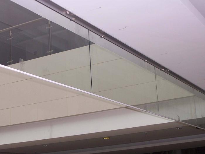 双层玻璃挡烟垂壁