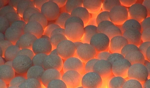 镁橄榄砂厂家浅谈耐火材料的发展历程