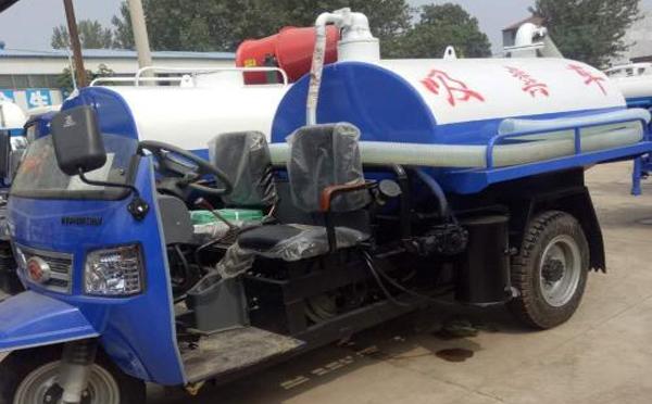 小型吸粪车的燃油箱该怎样清洁呢?
