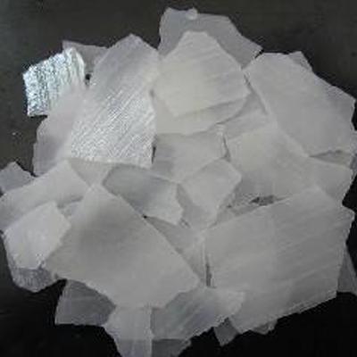 鹽酸廠家講述在污水處理中覺得使用片狀堿或液態堿。