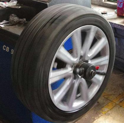 汽车轮胎现场动平衡校正