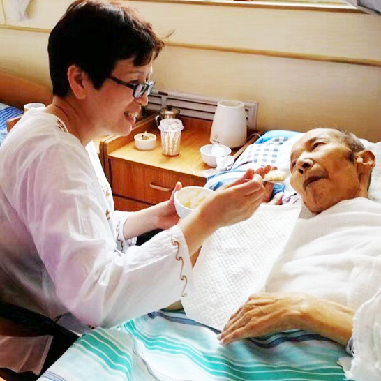 来自养老护理员的专业全天照护