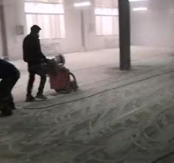 净化车间地坪漆施工中!