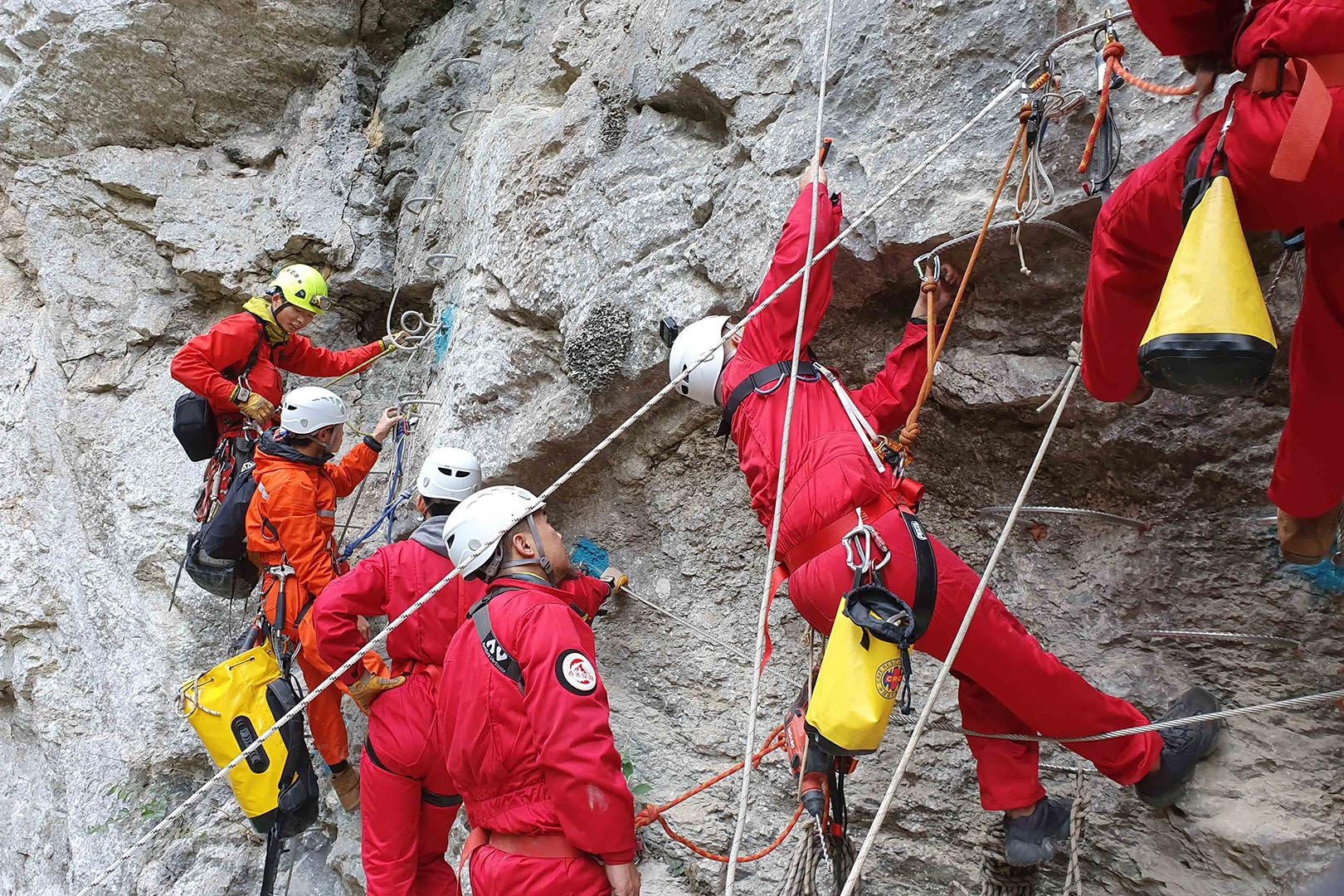 贵阳攀岩体验|洞穴探险|闯关类团建拓展确认攀岩为奥运会项目