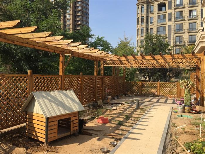 防腐木廊架在景观设计中的作用