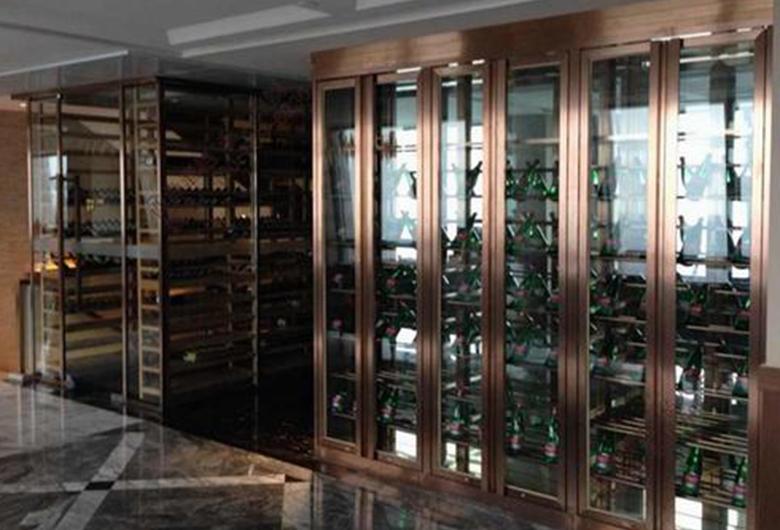 不锈钢整体酒柜