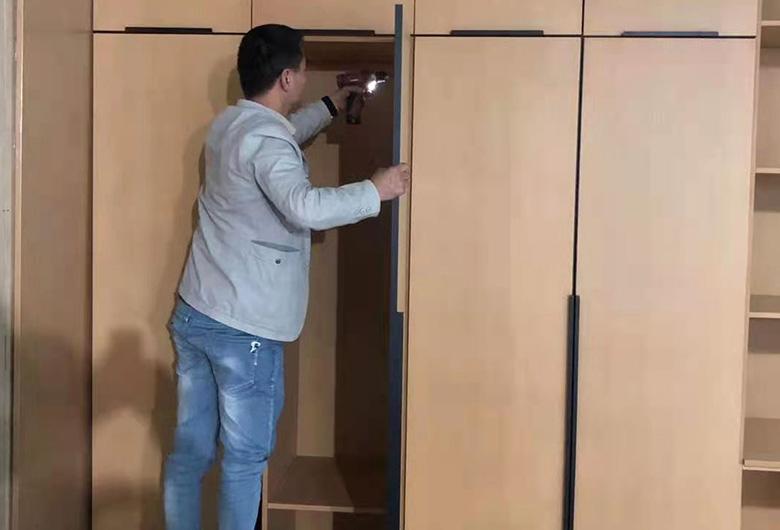 不锈钢衣柜