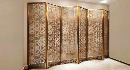 福建不锈钢屏风装饰中有着它独具的优点!