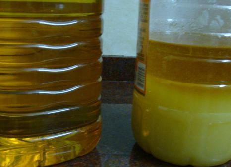 同一箱食用油里有的凝固有的没有凝固