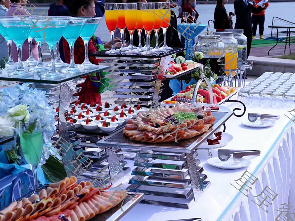 海边婚礼自助餐供应