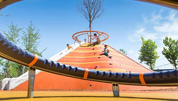 重庆主题户外游乐场规划公司就来分析他们是怎样挑选儿童游乐设备呢?