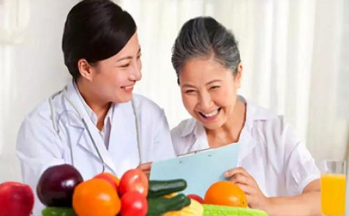 职业定义:健康管理师是从事个体和群体