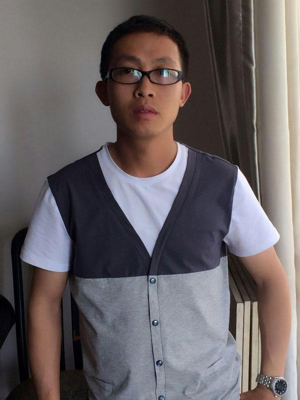 謝友明:中國美術學院畢業