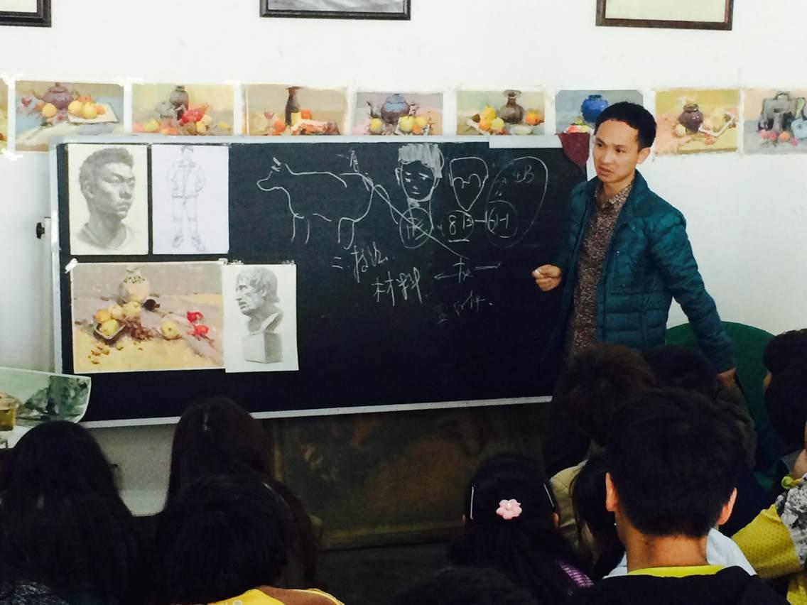 瞿曉云 畢業中國美術學院碩士,云南民族大學教師