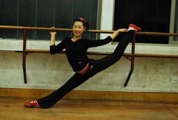 舞蹈考生練功