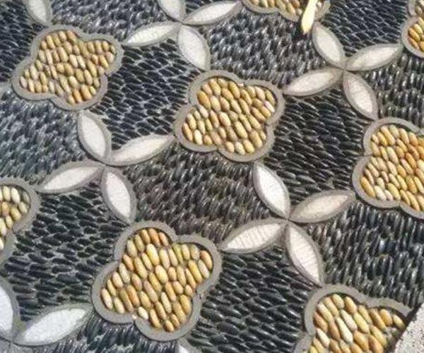 黑色鹅卵石搭配黄色鹅卵石