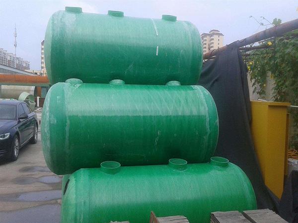 什么是玻璃钢化粪池?玻璃钢化粪池的特性和应用领域有哪些?